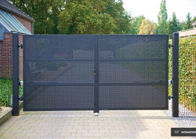 Slika prikazuje dvokrilna dvoriščna vrata, kolekcija Modern, promocija