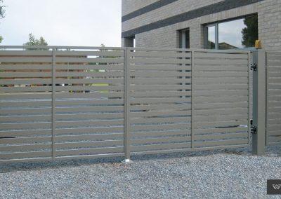 Slika prikazuje dvokrilna dvoriščna vrata iz kolekcije Modern, promocija