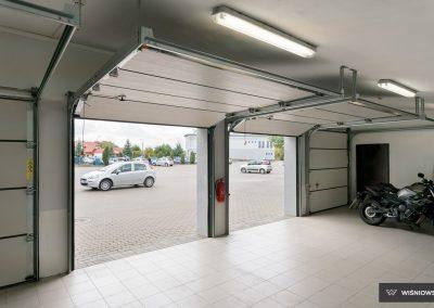 Slika prikazuje UniPro odprta garažna vrata, promocija