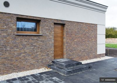 Slika prikazuje stranska panelna vrata