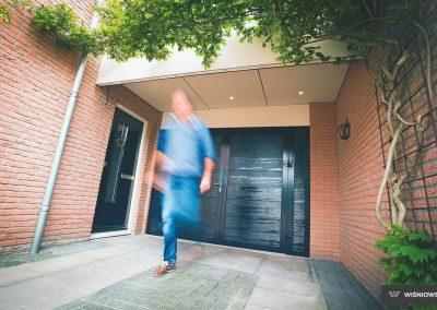 Slika prikazuje vrata