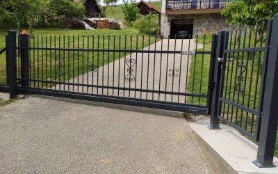 Drsna dvoriščna vrata – Zgornje Hoče