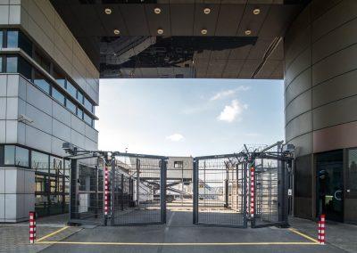Slika prikazuje V-KING industrijska zložljiva vrata